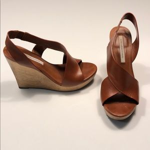 """Diane von Furstenberg """"sunny"""" wedge sandal, size 8"""